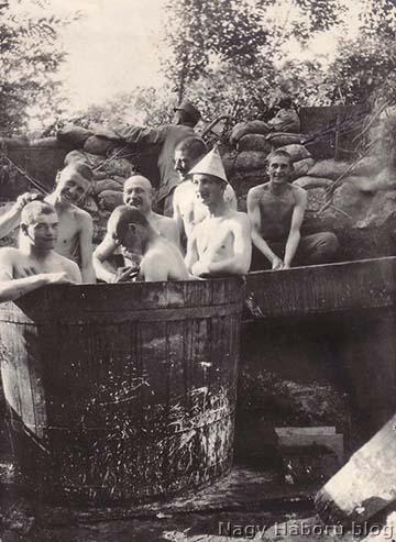 Fürdőző honvédek a Doberdón közvetlenül az első vonalban