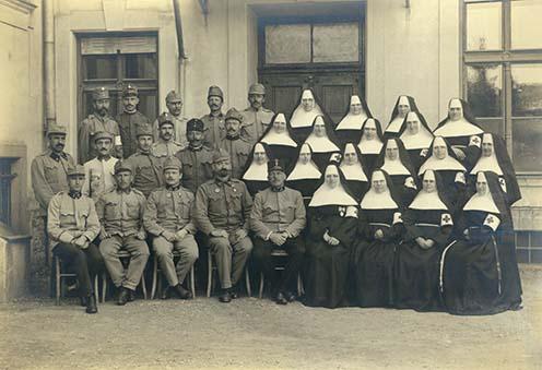 A marburgi 3. számú tartalékkórház személyzete 1915-ben