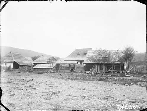 Parasztházak Watra Moldovica településen a XIX. század végén