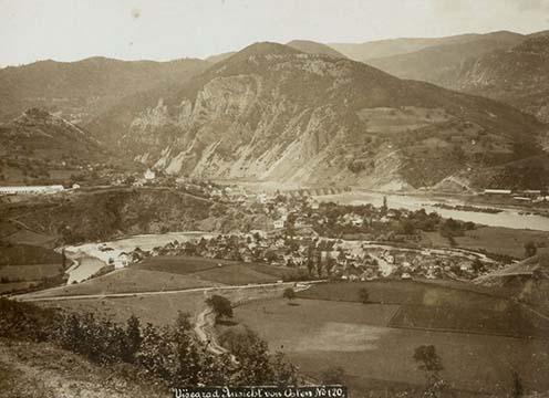 Višegrád kelet felől, a szerbek által megerősített magaslatok irányából