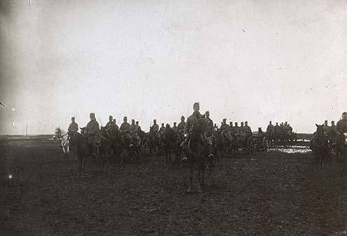"""Az egyik """"China üteg"""" szemléje 1915-ben"""