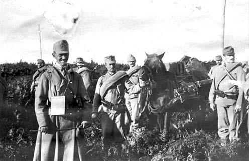 Géppuskás osztag lóra málházott Schwarzlose géppuskával