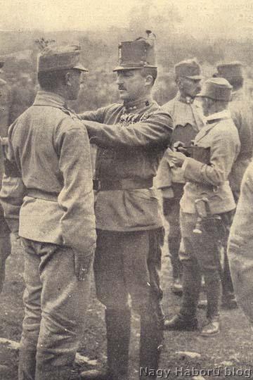 József főherceg 46-osokat tüntet ki a segeti táborban 1916 tavaszán