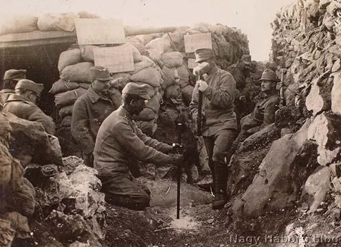 Futóárok mélyítés San Martinó közelében 1916 tavaszán