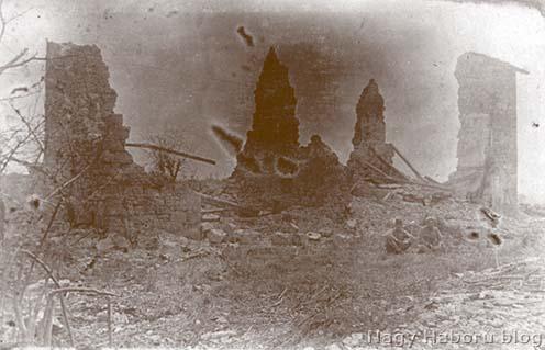Tüzérségi tűzben elpusztult épület San Martinóban 1916 tavaszán