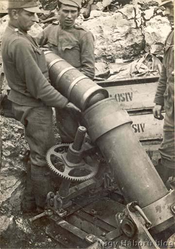 Osztrák-magyar 22 cm-es 1915 M aknavető töltése