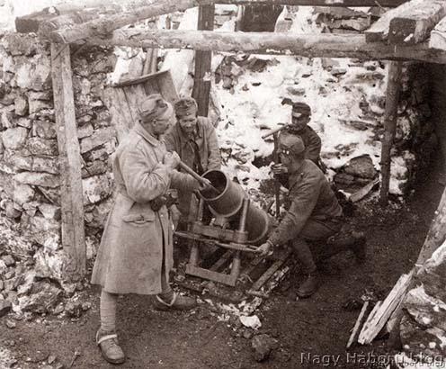 Aknavető és kezelő személyzete az olasz fronton