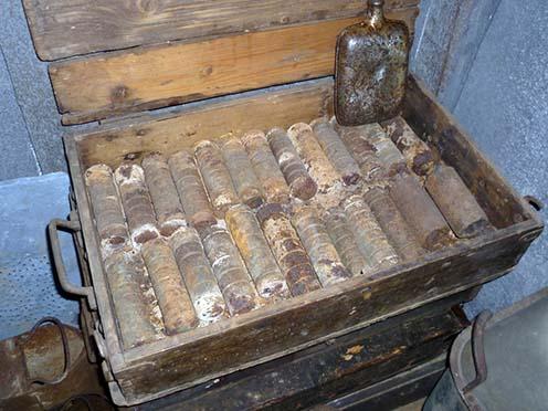 Lakos kézigránátok eredeti csomagolásban