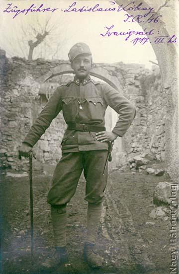 """A naplóban említett, 1917. március 26-án Ivanigrádban a """"halott lefényképező"""" géppel készül felvétel Kókay Lászlóról"""