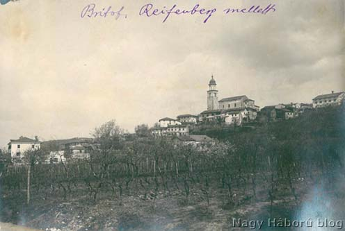Britof látképe a háború idején készült fotón, Kókay László írásával