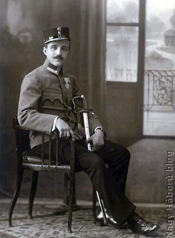 Kókay László még zászlósi rangban 1917 szeptemberében Szegeden. 1917. július 27-én nevezték ki zászlóssá (1916. október 1-jei ranggal)