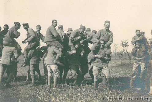 Játszadozó rohamisták 1918 májusában Cosnigán