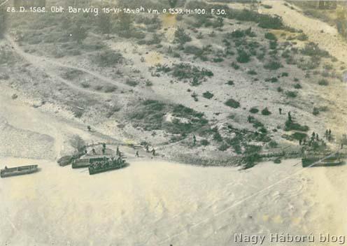 Pontonok kikötése a Montellónál 1918. június 15-én délelőtt 9 órakor készült légifelvételen