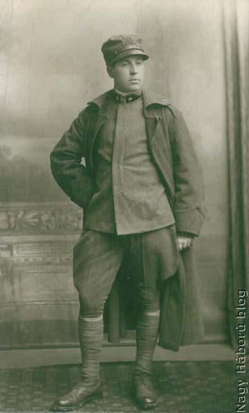 A piavei offenzíva során zsákmányolt, ismeretlen olasz katonát ábrázoló fotó Kókay László hagyatékából