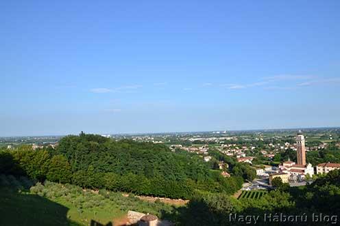A kép jobb szélén Parrocchia di Nervesa napjainkban a Montello felől, az Abbazia de Nervesa-i templomromtól. Ma is szőlők vannak a templom körül