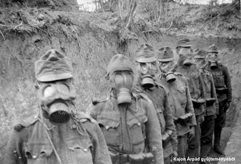 Osztrák–magyar katonák gázálarcban