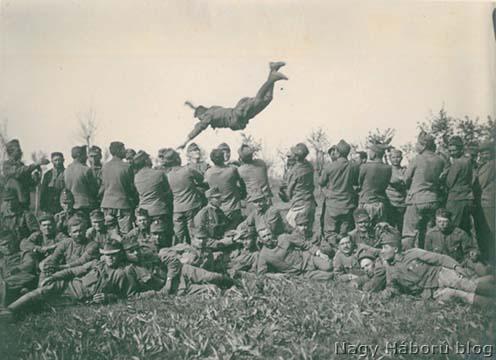 Játékos sturmos gyakorlat Cosnigán 1918 tavaszán