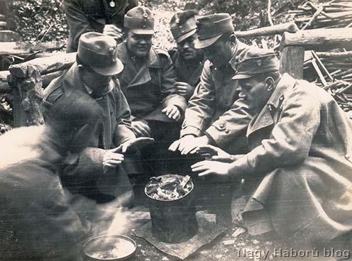 Melegedő katonák az olasz fronton