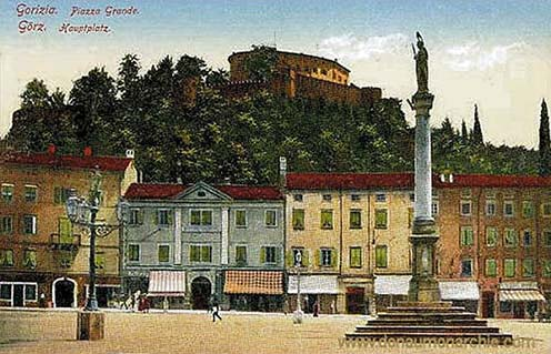A görzi főtér a várral a háttérben korabeli képeslapon