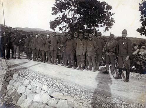 Olasz foglyok 1916 tavaszán a Doberdó mögött