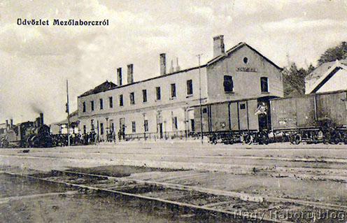 Mezőlaborc szétlőtt vasútállomása 1915 körül, korabeli képeslapon
