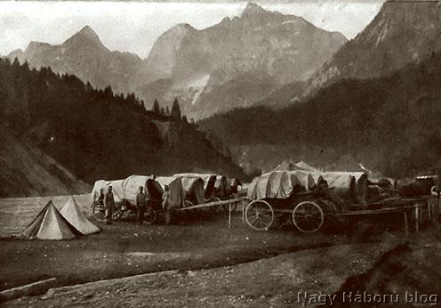 Kocsi tábor egy hadtápállomás mellett, olasz front