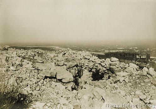 A Monte San Michele, ahol a 4-es honvédek is harcoltak ebben az időszakban a Doberdó-fennsíkon. A háttérben az Isonzó vonala.