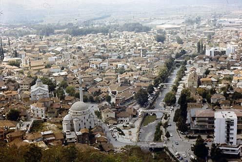 Prizren látképe a régi török várból egy 1988-as felvételen