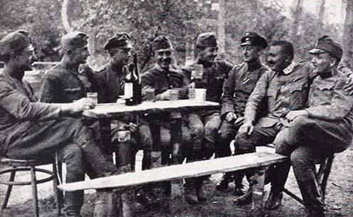 Osztrák-magyar és német tisztek barátkozása Zaturcynál 1916 nyarán