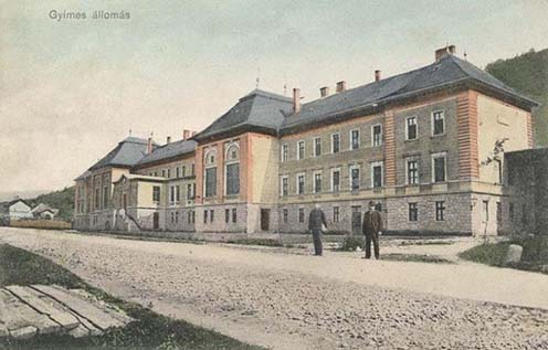A gyimesi vasútállomás a XX. század elején készült képeslapon