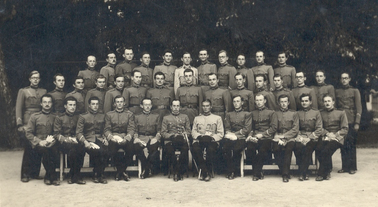 Major Jenő 09 - karpaszonyányos tiszti iskolások_1.jpg