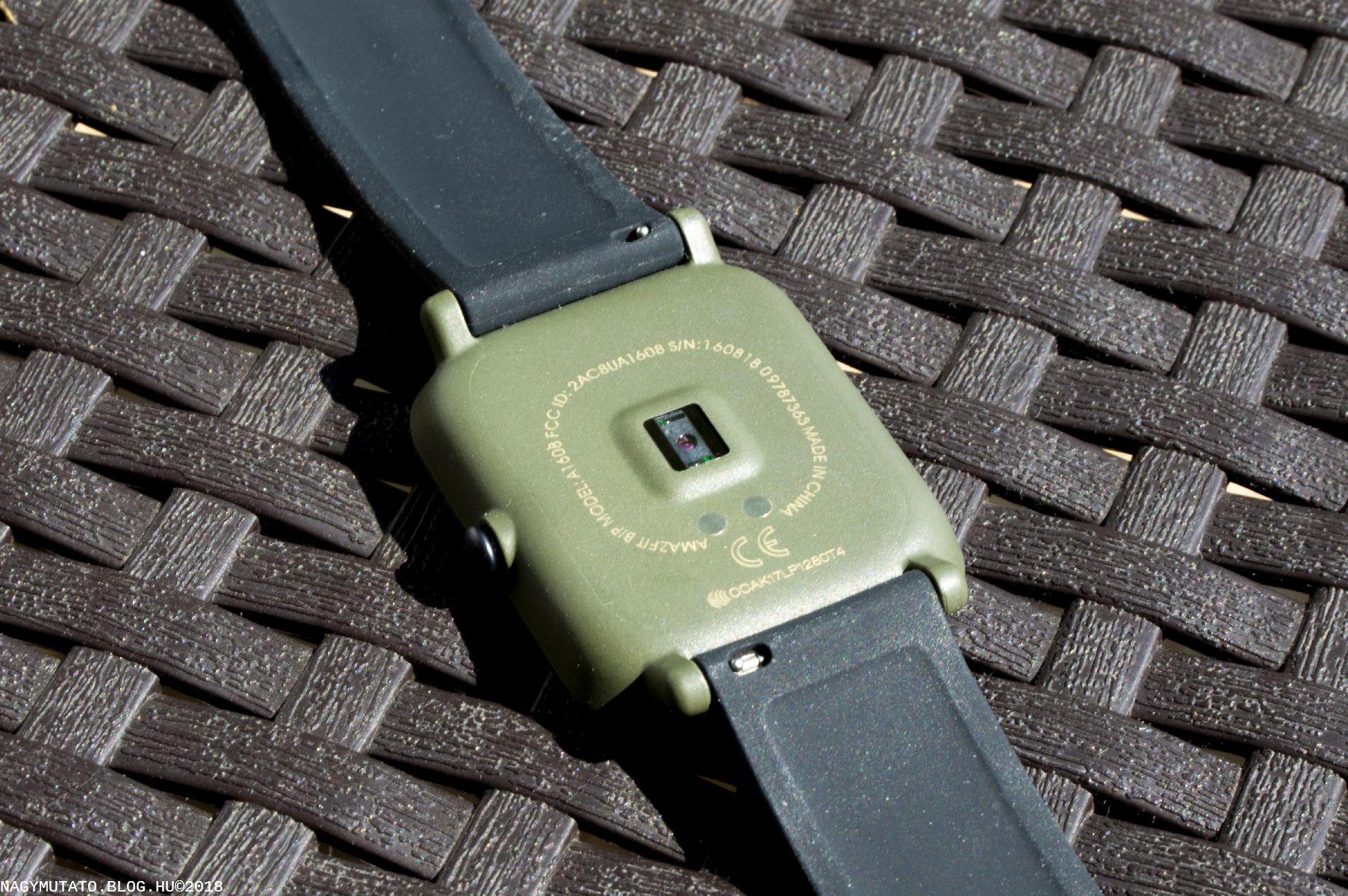 A zöld szín sportos, létezik még fekete, fehér és színesebb változatban is.