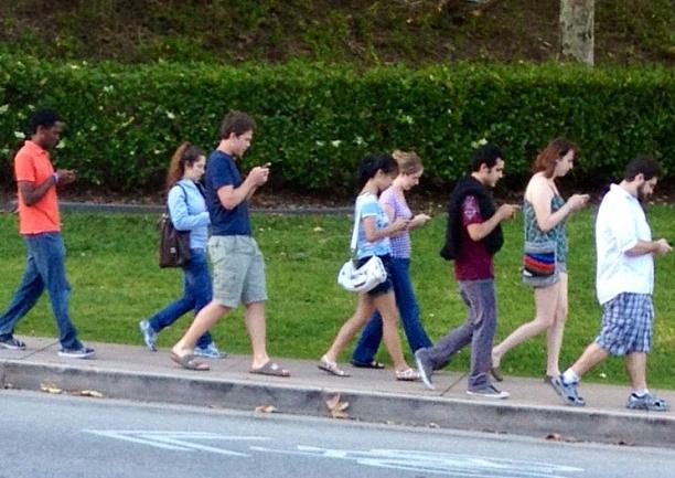 mobile-phone-zombies_1.jpg