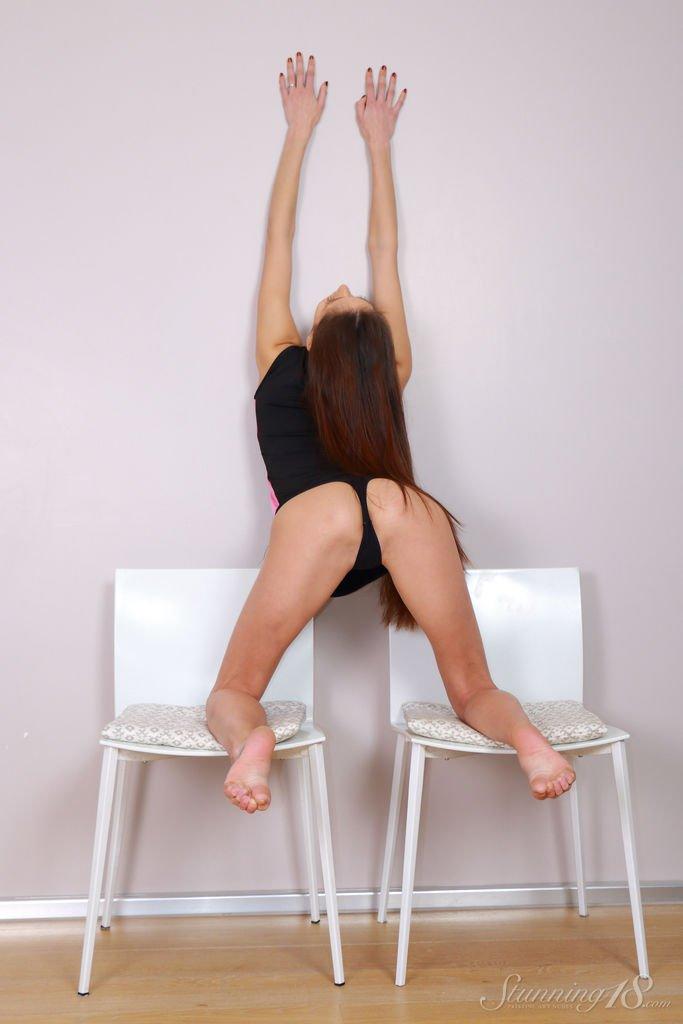 christine-gymnast-ii-stunning18-05.jpg