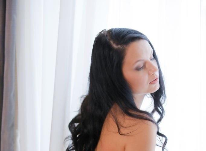 solana-petal-play-erotic-beauty-0.jpg