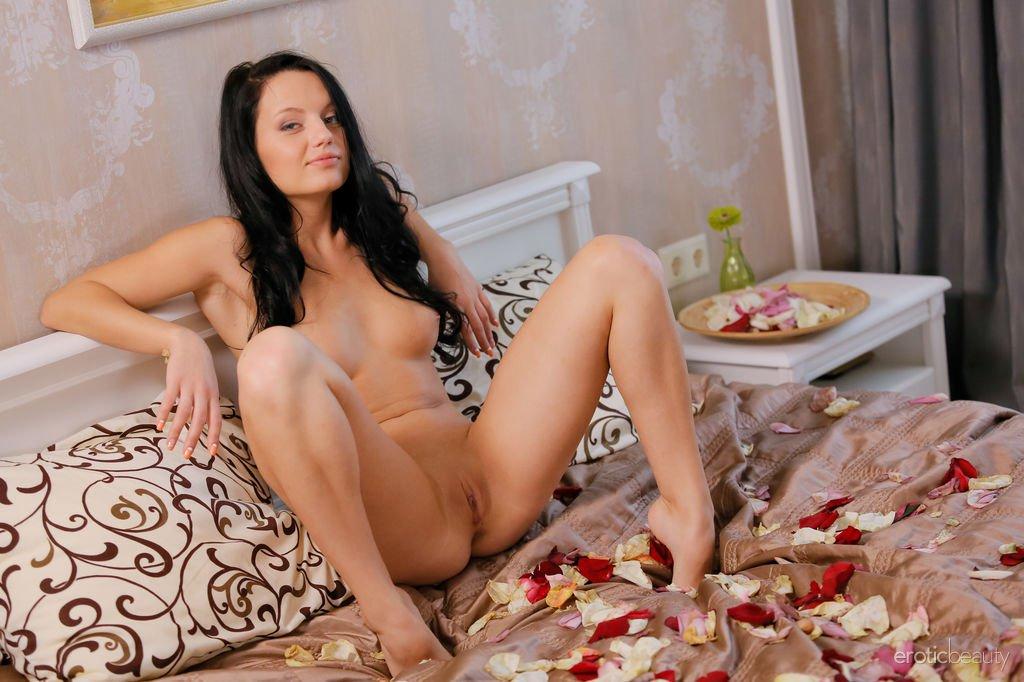 solana-petal-play-erotic-beauty-05.jpg