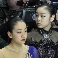 Kim Yu-na énekelni is tud