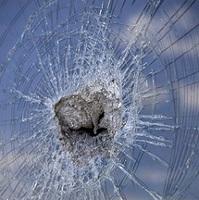 Ki törte be az ablakot?
