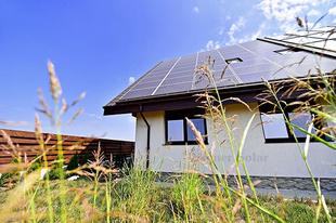 Miért érdemes elektromos autó mellé napelemes rendszerbe is beruházni?