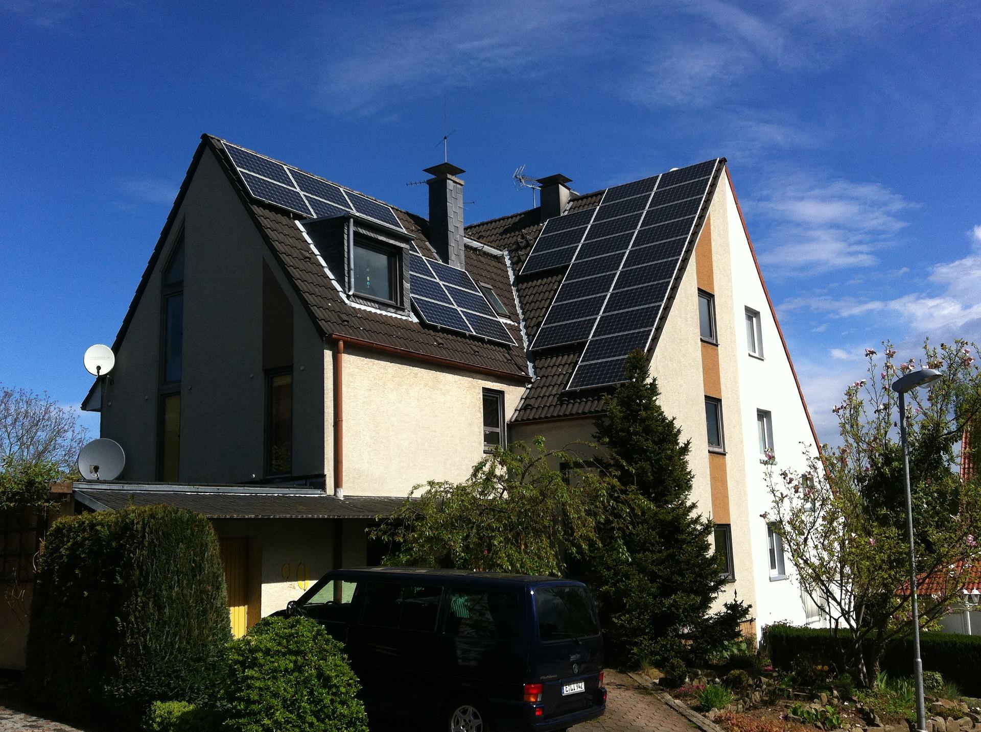 photovoltaic-1634595_1920.jpg