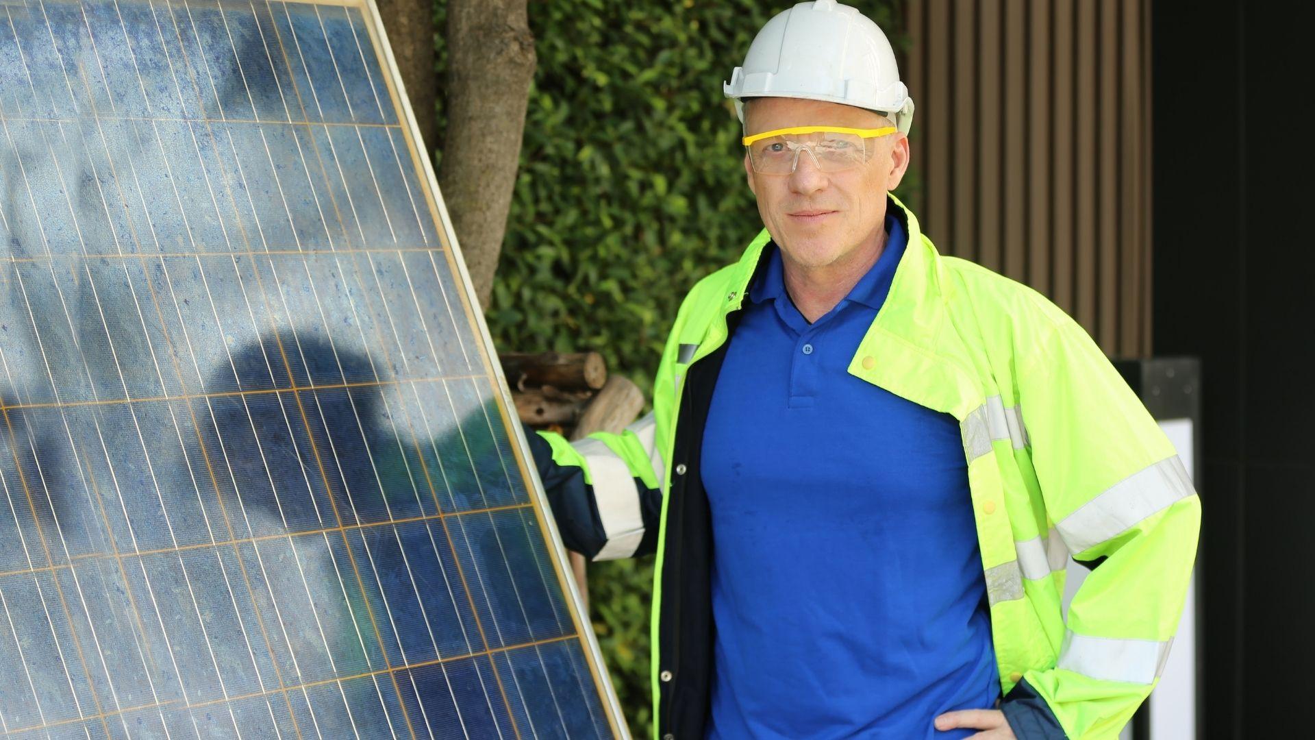 napelem-szerelo.jpg