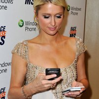 Mobile Girls - Paris Hilton