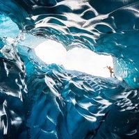 Csodáld meg az izlandi jégbarlangok lélegzetelállító szépségét
