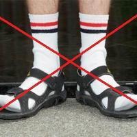 Kirúghatod a szandált zoknival viselőt!