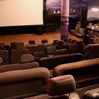 A nap biznisze: bár a moziban