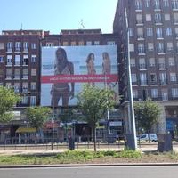 Svéd divatmárka  a magyar műemléki épületben