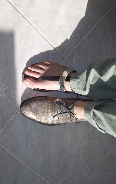 Cipővel és szandállal is jól mutat.