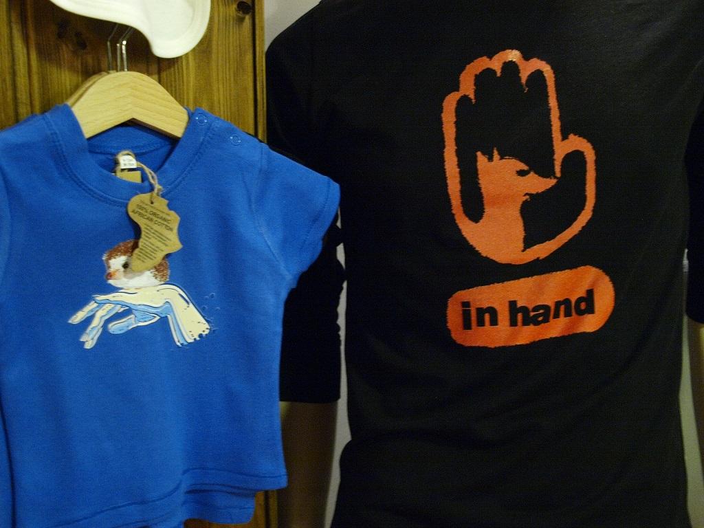 in hand_állatvédelem ihlette póló nyomatok