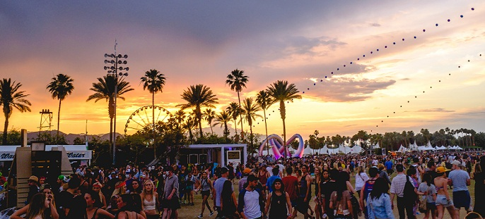 coachella_2014_sunset_with_balloon_chain_and_lightweaver.jpg