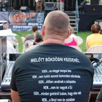 A hangtechnikus pólója